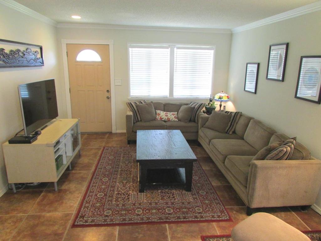 915 Melissa Street, Torrance CA - Family room 3