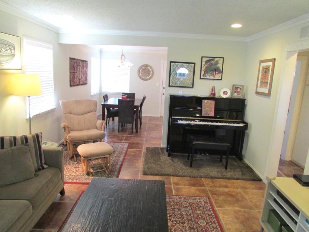 915 Melissa Street, Torrance CA - Family room 4