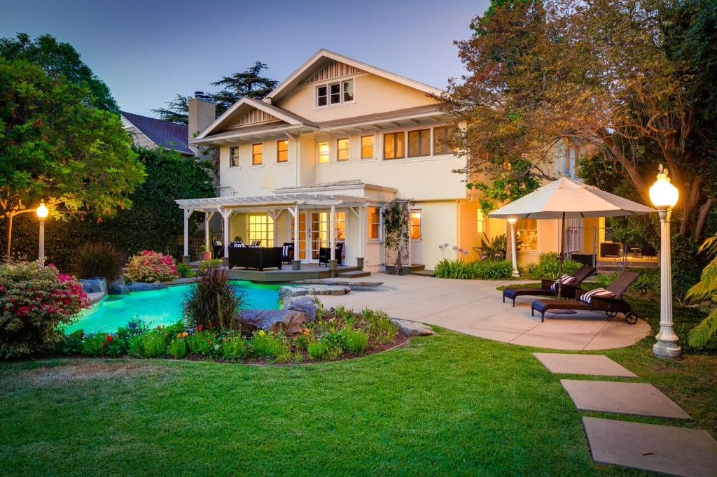 875 S Pasadena Ave Pasadena CA Evening in the backyard