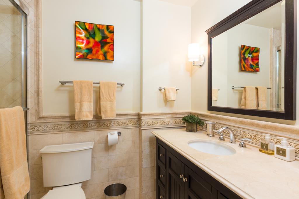 3200 La Rotonda Dr unit 211 Rancho Palos Verdes CA 90275 - Master suite bath