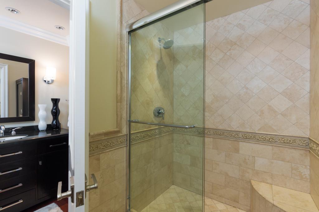 3200 La Rotonda Dr unit 211 Rancho Palos Verdes CA 90275 - Master suite bathroom