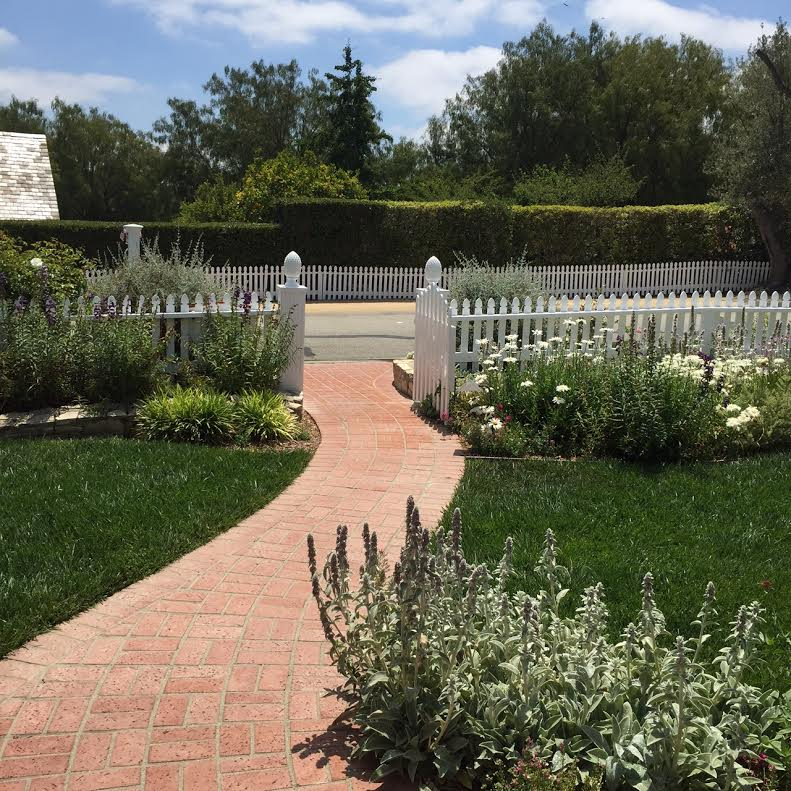 RH white picket fence